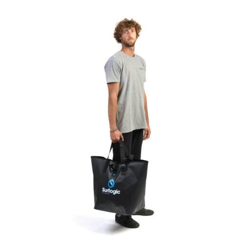 bolsa-estanca-dry-bucket-50l-surflogic-mano