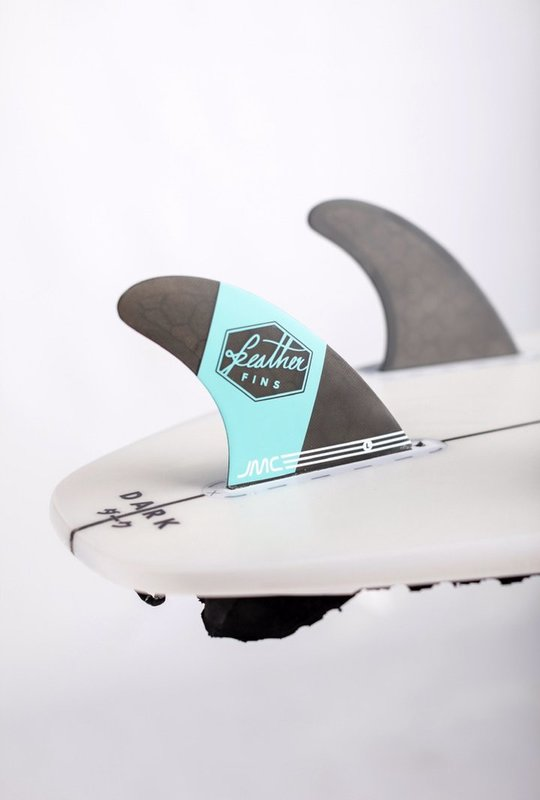 quillas-de-surf-feather-fins-jmc-future-blue-cerca