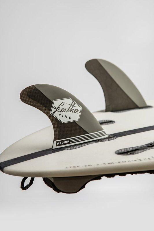 quillas-de-surf-feather-fins-ultralight-click-tab-carbon-grey-2